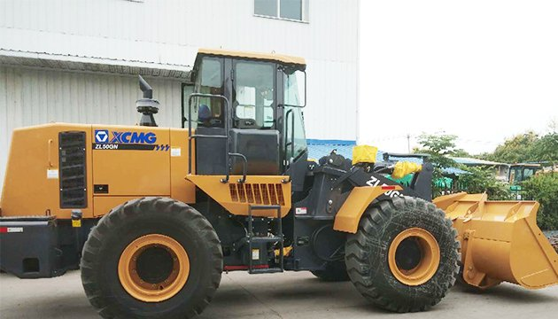 The xcmg wheel loader is ready to start at the Chinese factory.